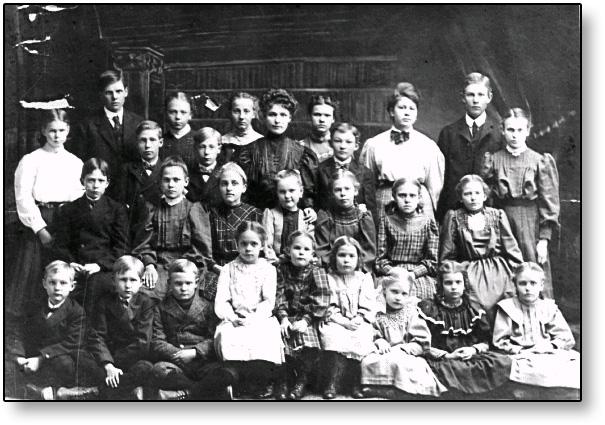 Denna bild har ett alt-attribut som är tomt. Dess filnamn är Tillys-Horna-gskola-bild-elever.jpg